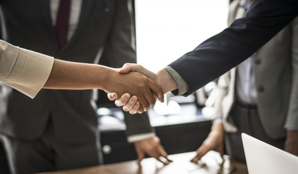 two people shaking hands to show client retention